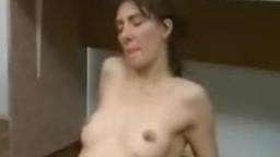 Интересный реальный секс зоо с собакой в спальне